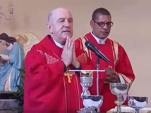 Dom Murilo Krieger celebra missa em Salvador (Foto: Reprodução / TV Bahia)