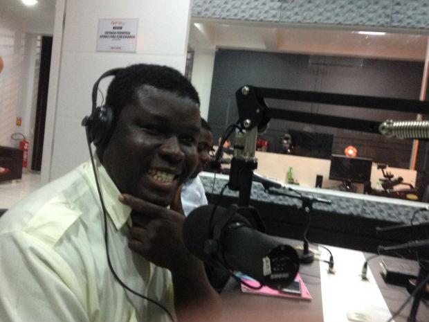 Marcelin Geffrard também faz um programa de rádio na cidade. (Foto: Ivan de Souza/ RPC TV Cascavel)