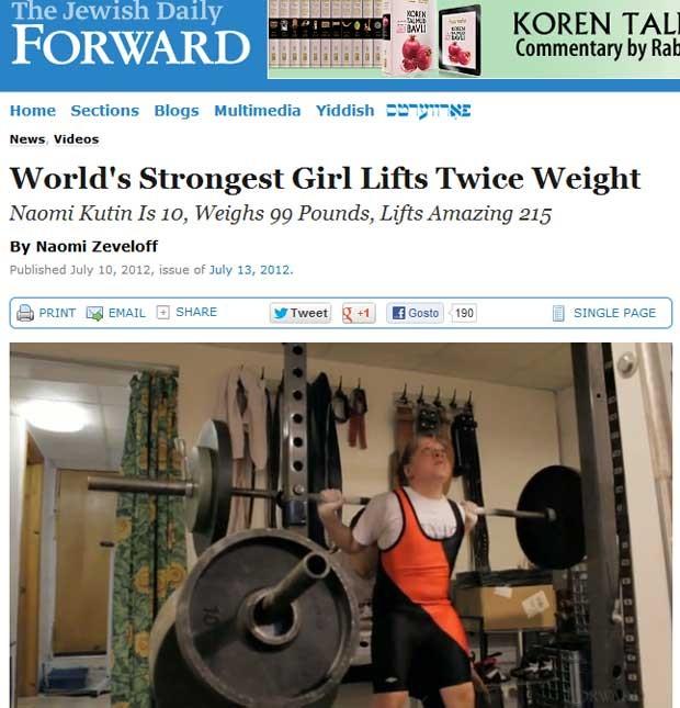 A americana Naomi Kutin, de 10 anos, durante exercício de levantamento de peso (Foto: Reprodução)