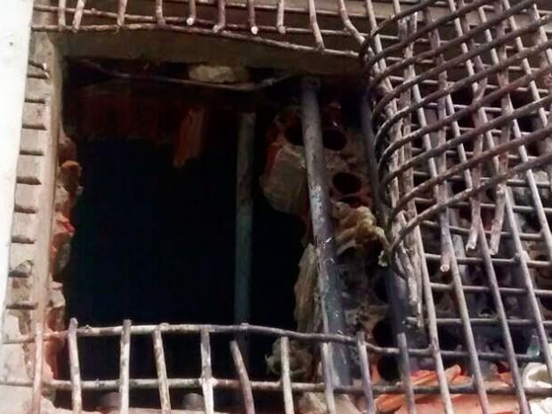 Presos serraram grades de ventilação e escaparam de delegacia em Remanso (Foto: Divulgação/Polícia Civil)