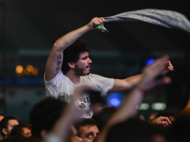 Fã canta durante o show do Smashing Pumpkins, o último do palco Axe (Foto: Flavio Moraes/G1)