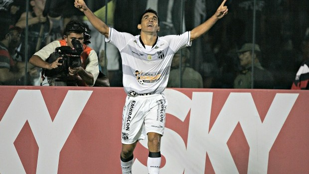 Marcio Careca faz o gol do Ceará contra o Guarani (Foto: Kid Júnior/ Agência Diário)