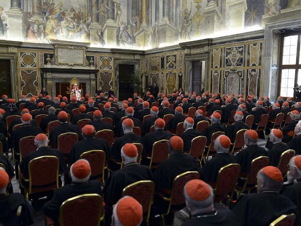 Bento XVI comanda audiência com cardeais no Vaticano (Foto: Reuters/Osservatore Romano)