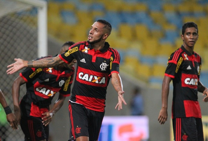 Paulinho na vitória do Flamengo sobre o Volta Redonda (Foto: Gilvan de Souza / Flamengo)