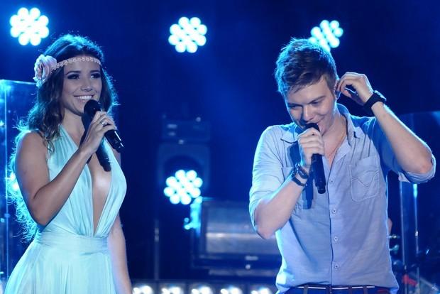 Michel Teló canta com Paula Fernandes em gravação de DVD no Guarujá, em São Paulo (Foto: Francisco Cepeda e Léo Franco/ Ag. News)