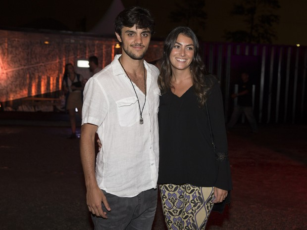 Felipe Simas com a namorada, Mariana Uhlmann, em festa no Rio (Foto: Felipe Panfili/ Divulgação)