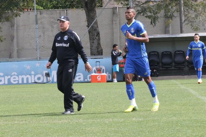 Felipão indicou time com Walace e mais dois volantes (Foto: Eduardo Deconto/GloboEsporte.com)