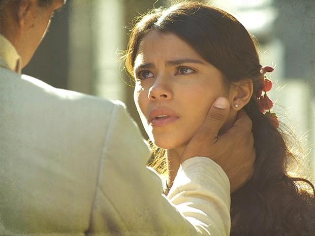 Gilda pede mais uma chance a Chico, mas ele está muito magoado (Foto: Lado a Lado / TV Globo)
