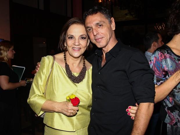 Denise Del Vecchio com Guilherme Leme em prêmio de teatro em São Paulo (Foto: Manuela Scarpa/ Foto Rio News)