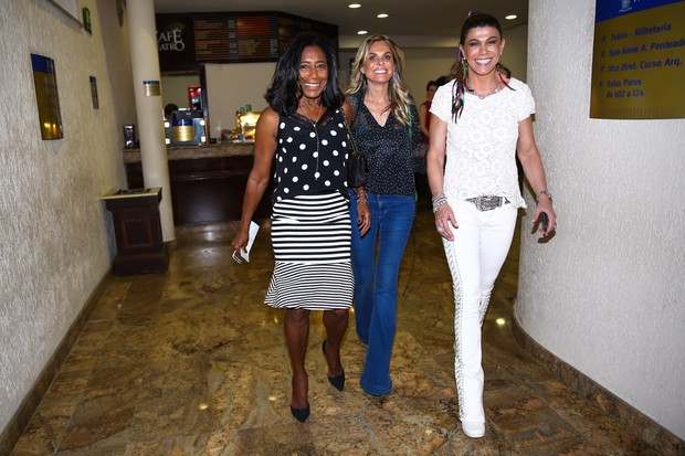 Gloria Maria e Alcinha Cavalcanti chegam com amiga (Foto: Manuela Scarpa / Photo Rio News )