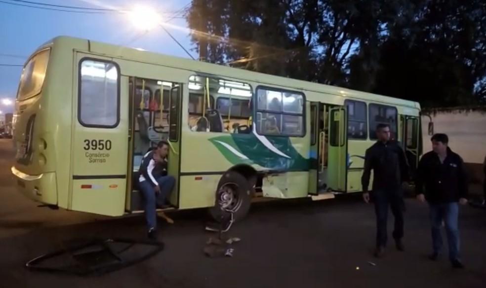 A batida aconteceu pouco depois das 6h, no cruzamento das avenidas Javier Koelbel e Morenitas, no Jardim das Flores (Foto: Enrique Aliana/Arquivo Pessoal)