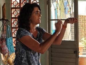 Delzuite fala da pulserinha que deu para a filha (Foto: Salve Jorge/TV Globo)
