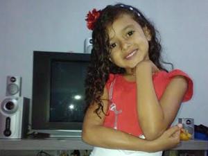 A menina Yasmin Monteiro, que morreu em Brasília após reclamar de dores na barriga e na garganta (Foto: Francisco Evaldo Nascimento/Arquivo Pessoal)