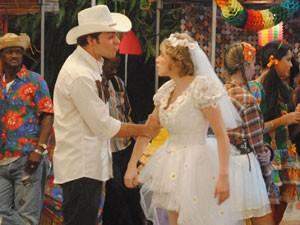 Babi diz que vai casar, mas Betão não acredita (Foto: Malhação / Tv Globo)