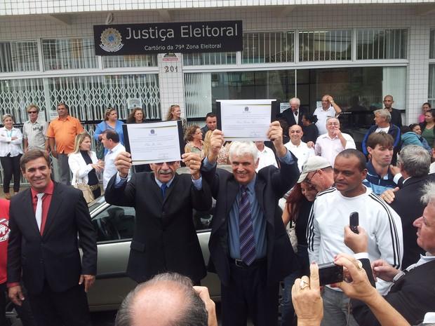Décio Goes, do PT, foi diplomado em Balneário Rincão (Foto: Fernando José da Silva/RBS TV)