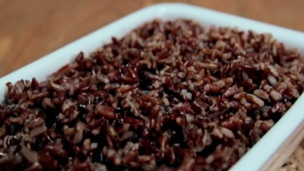 Arroz vermelho: receita da Bela Gil para o Bela Cozinha. Temporada 2, episdio 1 (Foto: Reproduo/GNT)