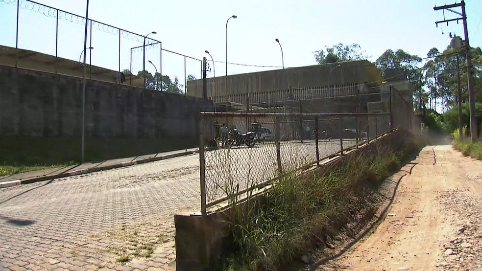 Fundação Casa de Guainazes teve fuga de 12 adolescentes (Foto: Reprodução/TV Globo)