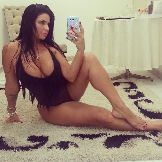 Solange Gomes sensualiza de maiô decotado (Foto: Instagram/ Reprodução)