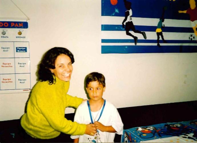 A produora do 'Revista', Márcia Caldeira, escolheu uma foto do aniversário de sete anos do filho Matheus (Foto: Márcia Caldeira/ Arquivo Pessoal)