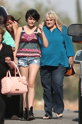 Paris Jackson e Debbie Rowe (Foto: Blue Wasp / Splash News)