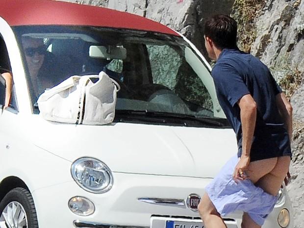 Nicky Hilton e James Rothschild durante férias na Itália (Foto: Grosby Group/ Agência)