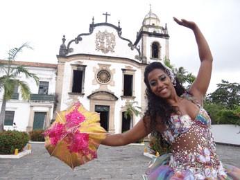 Para Simone Silva, sombrinha é 'extensão do corpo' do passista de frevo (Foto: Luna Markman/ G1)