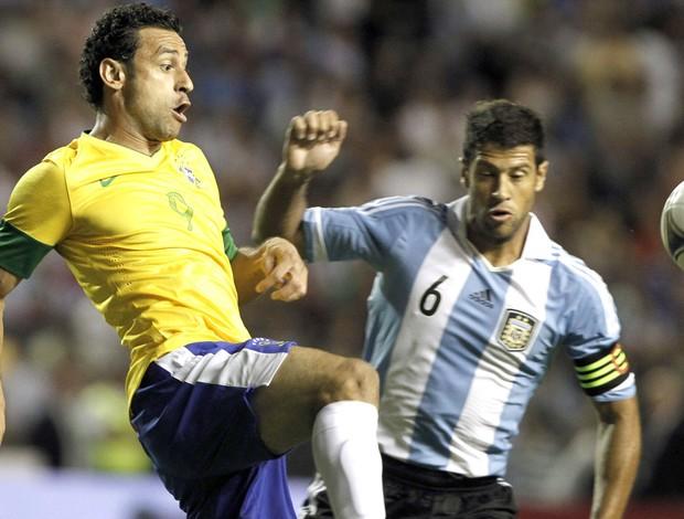 Fred e Sebastian Dominguez, Argentina e Brasil (Foto: Agência EFE)