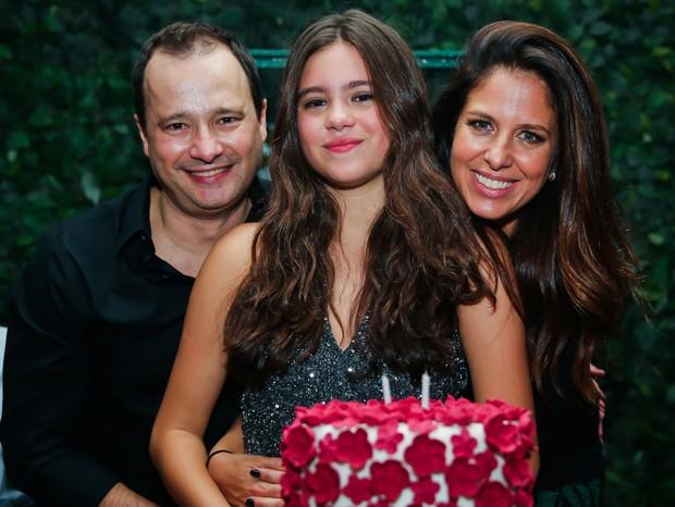 Lolle Pinheiro com os pais (Foto: Manuela Scarpa/Brazil News)