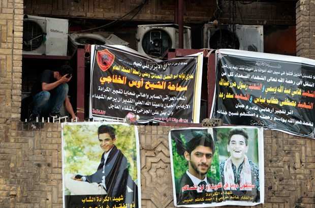 Amigos e parentes prestaram homenagem à vítima de atentado (Foto: Sabah Arar/AFP)