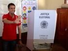 Clécio Luís vota em Macapá