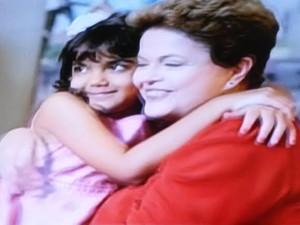 Dilma aparece com menina em horário eleitoral