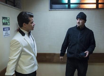 Júlio e Malagueta tentam roubar o dinheiro da venda do hotel