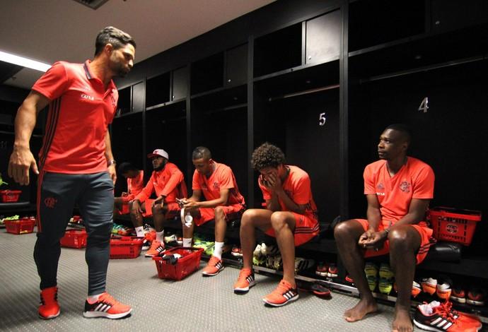 Jogadores no vestiário do Maracanã (Foto: Gilvan de Souza/Flamengo)