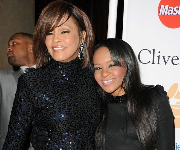 Bobbi Kristina Brown e a mãe, Whitney Houston (Foto: Getty Images)