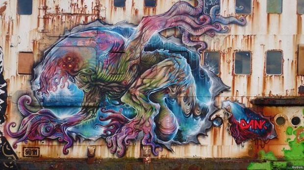 Navio abandonado é 'transformado' por grafiteiros (Foto: cortesia de www.dugdug.co.uk)