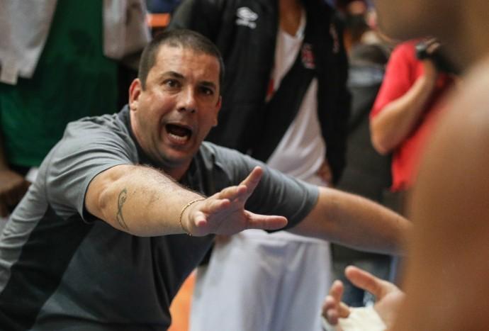 Christiano espera que o time repita o bom desempenho defensivo (Foto: Luiz Pires/LNB)