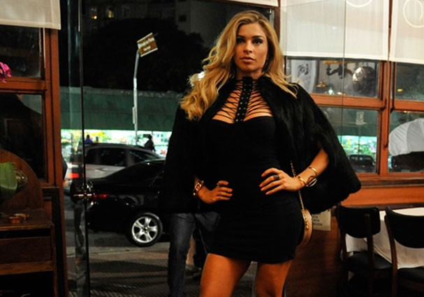 Grazi Massafera como Luciane (Foto: TV Globo)