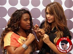 Ludmillah e Karol Batalham no The Voice Brasil (Foto: The Voice Brasil/TV Globo)