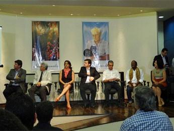 Geraldo Julio apresentou homenageados do carnaval do Recife. (Foto: Katherine Coutinho / G1)