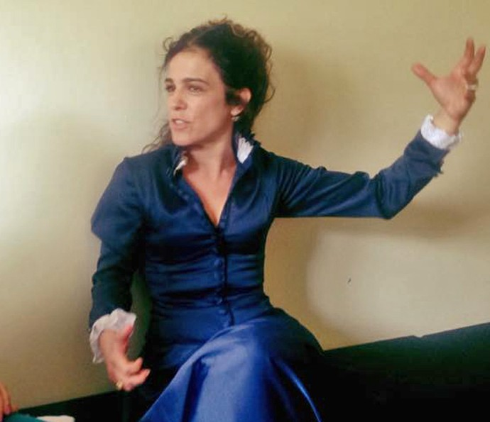 Karina Barum caracterizada com roupa de época para peça de teatro (Foto: Aqruivo pessoal)