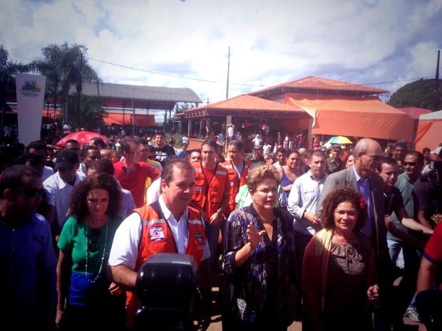 Dilma visita desabrigados pela cheia em Rio Branco (Foto: Nayanne Santana/Secom Acre)