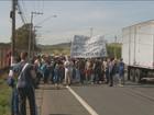 Alunos da Etecap protestam contra corte de verbas em Campinas, SP