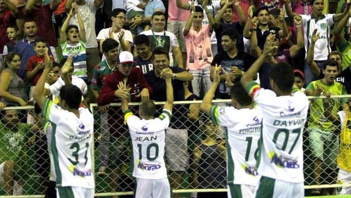Tianguá vence Acaraú nos pênaltis, levantando a torcida da casa (Foto: Zé Rosa/ Divulgação)