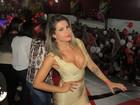 Ex-BBB Cacau usa roupa decotada e justinha para sambar em São Paulo