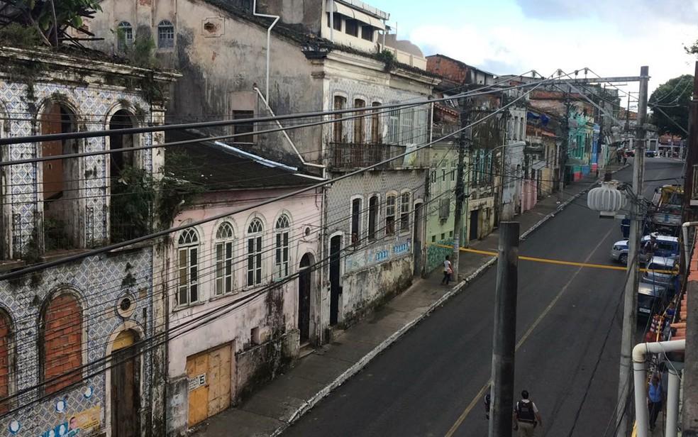 Ladeira da Soledade está interditada após desabamento, na manhã desta terça-feira (25). (Foto: Andréia Silva)