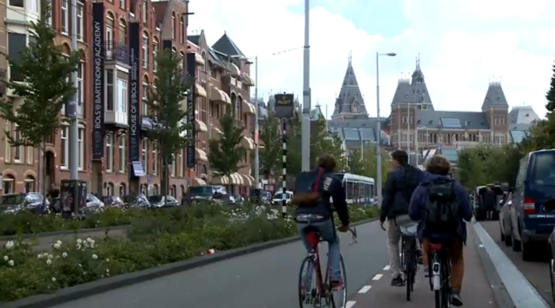 Rosana Valle na Holanda (Foto: Reprodução/TV Tribuna)