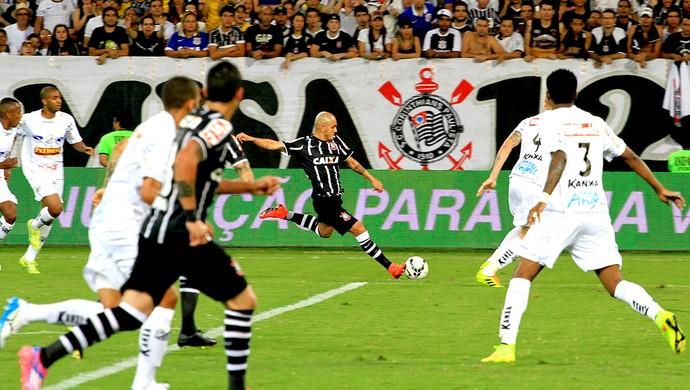 Fabio Santos jogo Bragantino x Corinthians Copa do Brasil (Foto: Chico Ferreira / Agência Estado)