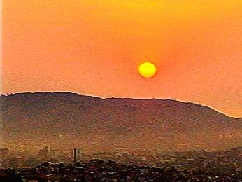 Nascer do sol em Porto Alegre (Foto: Reprodução/RBS TV)