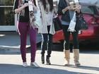 Depois do fim do namoro com Bieber, Selena Gomez passeia com amigas