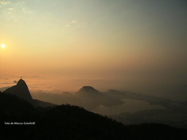 Rio amanhece com nevoeiro no último domingo de inverno de 2016 (Foto: Marcos Estrella/TV Globo)